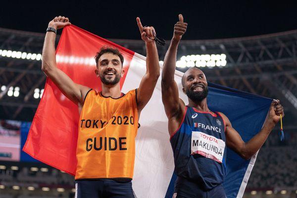Trésor Makunda et son guide Lucas Mathonat aux Jeux paralympiques de Tokyo, le 29 août 2021.