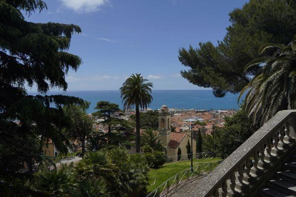 Vue depuis les hauteurs de San Remo (Italie).