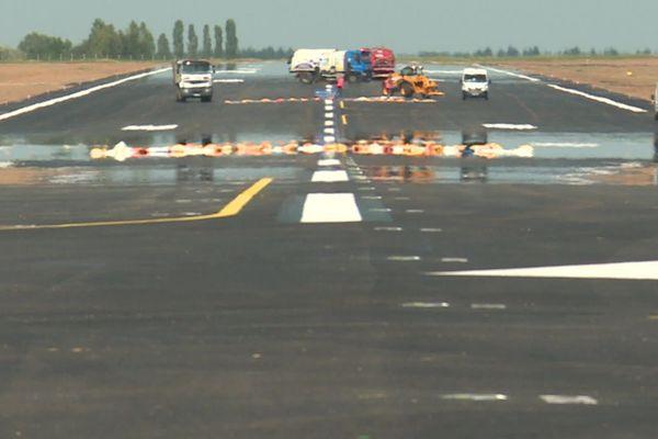 La piste  de l'aéroport Rouen-Boos en fin de chantier