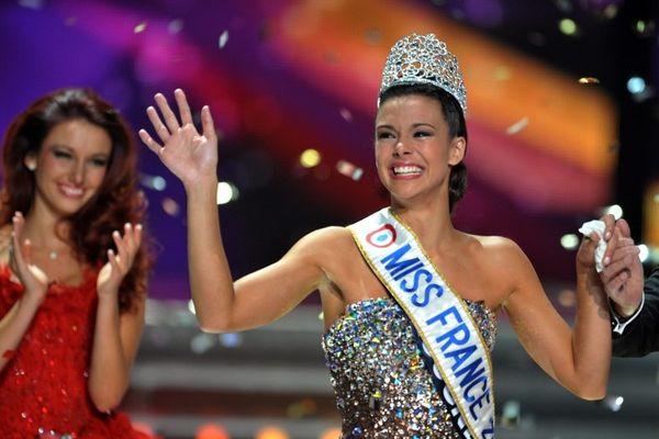 Le grand bonheur de Marine Lorphelin, nouvelle Miss France, avec à ses côtés Delphine Wespiser, Miss France 2012