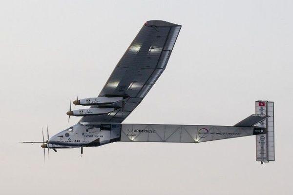 Le tour du monde de Solar Impulse 2, un avion expérimental révolutionnaire à batterie solaire, a subi un coup d'arrêt en juillet, à mi-parcours de son périple de 35.000 kilomètres.