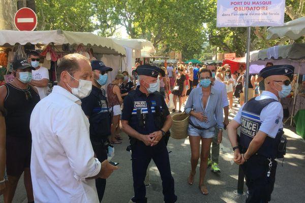 la police veille au respect de l'arrêté sur le marché des Lices.