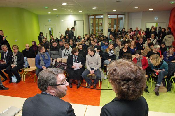Mathieu Cahn, tête de liste du Parti socialiste à Strasbourg (au premier plan, à gauche).