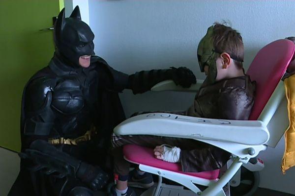 Pour la 3ème année consécutive, l'association graine 2 Tournesols a organisé une rencontre entre les super-héros et des enfants malades de l'hôpital La Timone à Marseille (Bouches-du-Rhône).