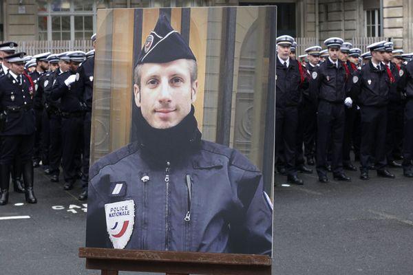 Xavier Jugelé,  tué dans un attentat terroriste en avril 2017, honoré par la ville de Paris.