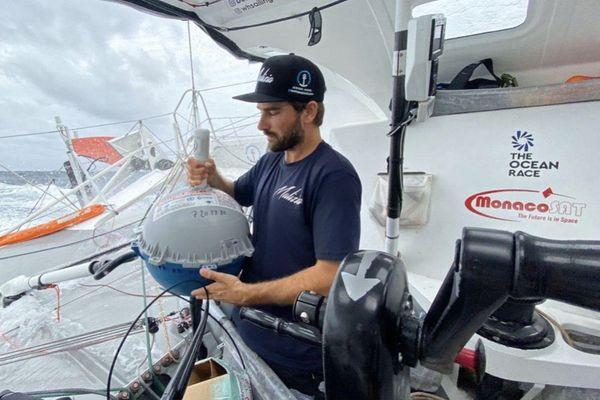 Une bouée météo-Drifter, comme celle-ci, sera embarquée pour le Vendée Globe