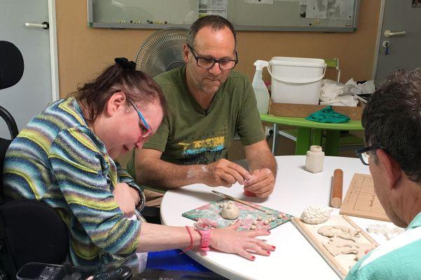 Atelier de création manuelle à la Maison d'Accueil Spécialisée d'Aixe-sur-Vienne