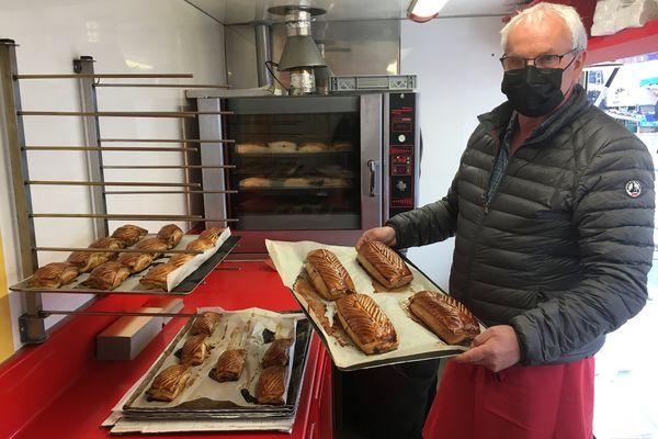 Philippe Piquet, un des deux frères de la famille du célèbre pâté croûte ardennais, un savoir-faire qui attire tous les jours les gourmets des quatre coins du département