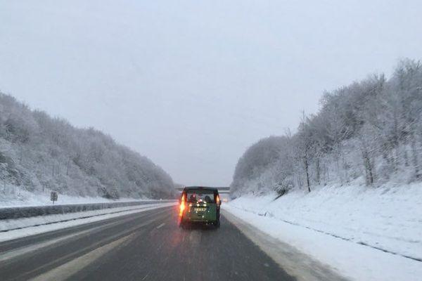 La neige est tombée aux abords de l'A16 dans l'Oise, ce 16 février.