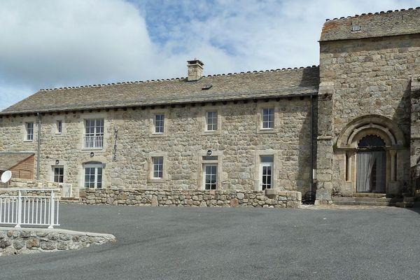 La mairie de Saint-Sauveur-de-Ginestoux aura finalement un maire.