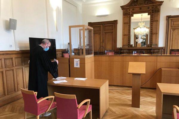 Samedi 9 janvier, une audience s'est tenue au tribunal administratif de Clermont-Ferrand au sujet de l'ouverture des commerces le dimanche.
