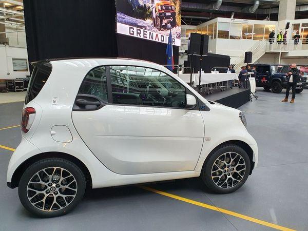 La Smart EQ ne sera plus fabriquée à Hambach, elle est remplacée par l'Ineos Grenadier (au second plan).
