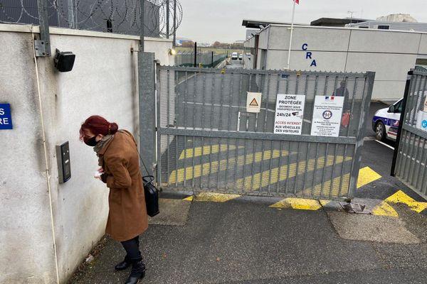 La députée Bénédicte Taurine (LFI) arrive au centre de rétention de Cornebarrieu, près de Toulouse