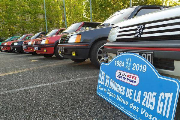 La 205 GTi est apparue sur le marché en mars 1984 et a été produite jusqu'en janvier 1994.