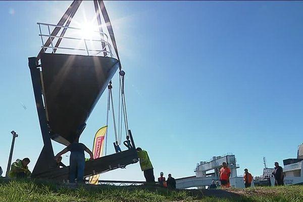 L'étrave du paquebot France installée au Havre