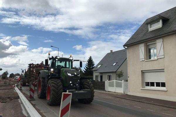 Les engins agricoles auront-ils assez d'espace pour circuler dans le bourg de Tourville-sur-Odon ?
