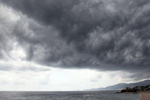 Mardi 22 janvier, le département de la Corse-du-Sud est placé en vigilance jaune orages, neige-verglas