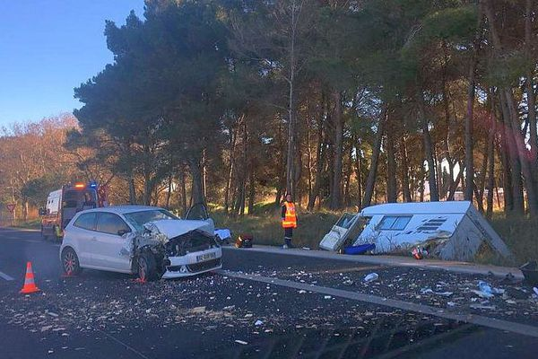 La Grande-Motte (Hérault) - collision entre une voiture et un camping-car sur la 4 voies des plages - 1er janvier 2019.