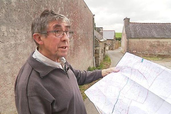 Yann-Bêr Kemener, de l'association EOST, reproche à la mairie de Telgruc-sur-mer ne de pas s'être inspirée du cadastre de 1831 pour nommer les nouvelles rues de la commune.