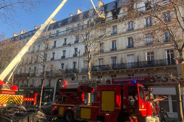 Un incendie a touché un appartement d'un immeuble situé boulevard Voltaire à Paris.