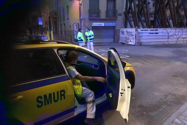 À Perpignan, Police, ouvriers et personnel médical sont arrivés sur place, rue du Moulin Parès, devant la maison d'Alain, souffrant d'obésité