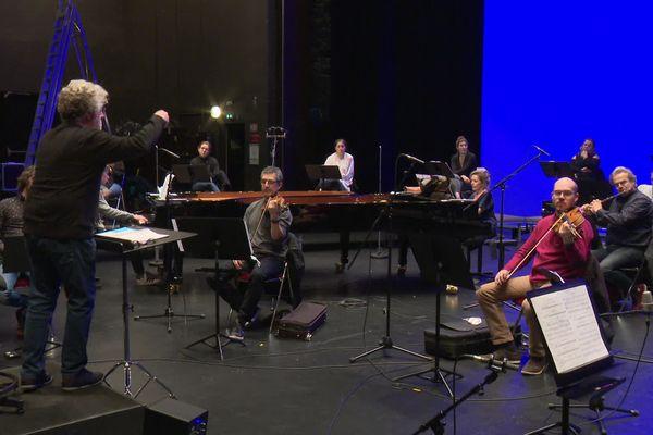 """Gildas Pungier dirige le Choeur de Chambre Mélisme(s) pour l'interprétation de """"Carnavocal"""""""