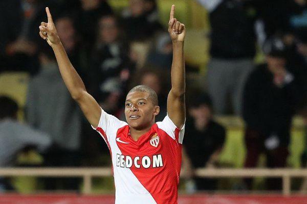 Le jeune attaquant monégasque Kylian Mbappé (17 ans) a marqué, obtenu un penalty et a réalisé une passe décisive.