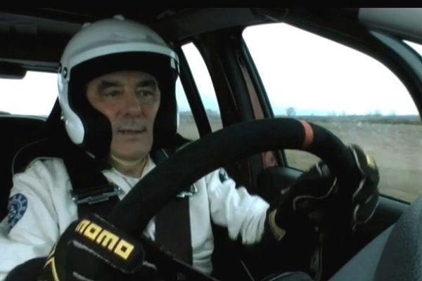 François Fillon au volant d'une Dacia Sandero pour Top Gear