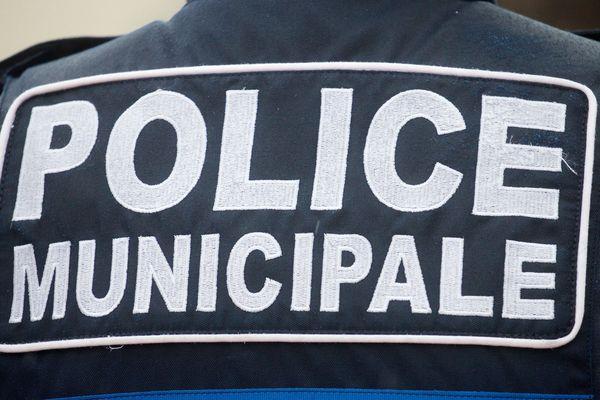 Le chef de la police municipale condamné à 4 mois de prison avec sursis pour avoir circulé avec de fausses plaques d'immatriculation.