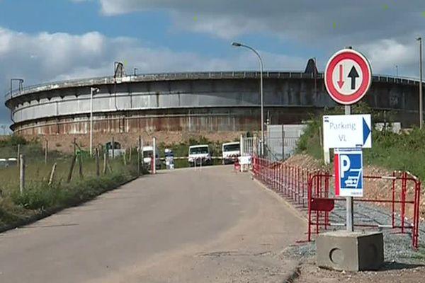 Des cuves de l'ancienne raffinerie Pétroplus