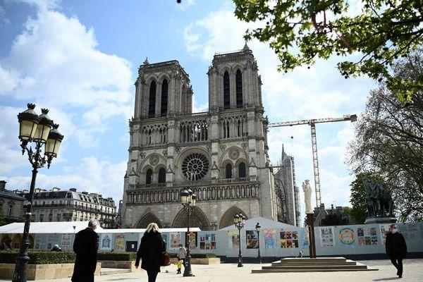 Le parvis de Notre-Dame fermé au public en raison d'une présence élevée de plomb.