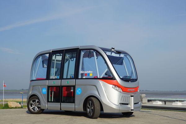 Avec un nombre de passagers de 15 personnes maximal, les navettes Navya permettent d'envisager le transport de90 voyageurs par heure pendant la phase de test.
