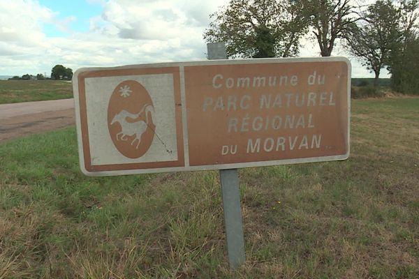 A l'entrée de la commune de Sincey-lès-Rouvray, le panneau du Parc du Morvan