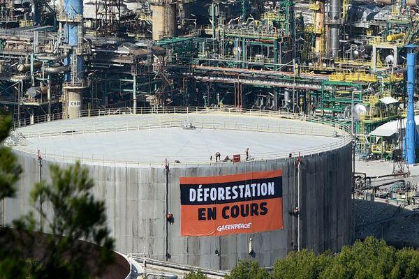 Archives. En 2019, l'ONG Greepeace avait conduit une action pour dénoncer l'importation d'huile de palme par le géant pétrolier Total, sur son site de Châteauneuf-les-Martigues (Bouches-du-Rhône).