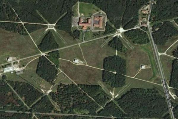 Le Centre de transmissions marine (CTM) de Sainte-Assise, vu du ciel