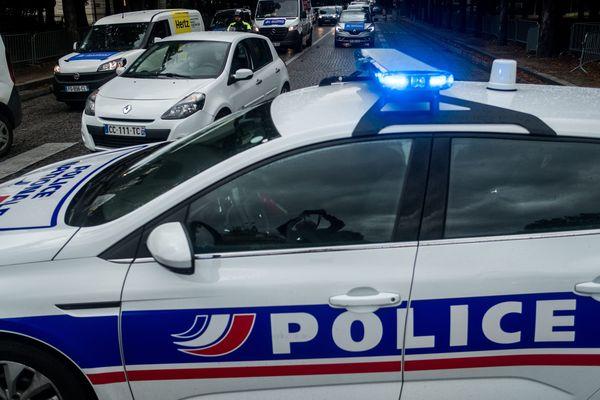 La marchandise et la berline allemande contrôlée par la gendarmerie de l'Ain et utilisée pour convoyer la marchandise en vue de la revente, tous deux financés par l'argent du trafic, ont été saisis au titre des avoirs criminels.