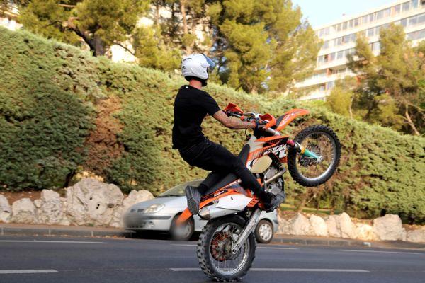 La Métropole de Lyon n'est pas épargnée par le phénomène des rodéos motorisés, la mission d'évaluation de la loi renforçant la lutte contre ce phénomène seront dans le Rhône le 29 juillet 2021.