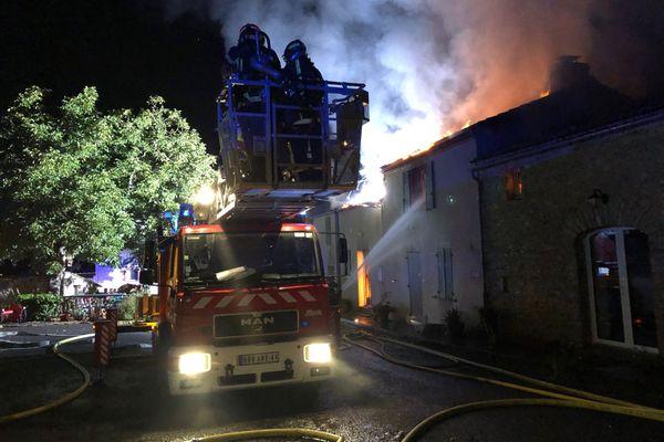 Un incendie s'est déclaré vers 5h le 12 août 2020 dans une maison d'habitation en bande à Saint-Lumine-de-Clisson en Loire-Atlantique