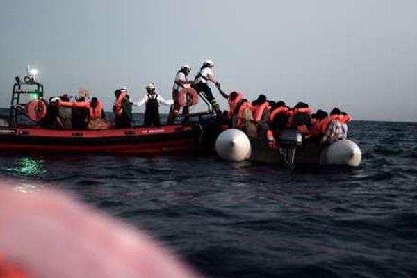 Les équipes de l'Aquarius sur les canots de sauvetage