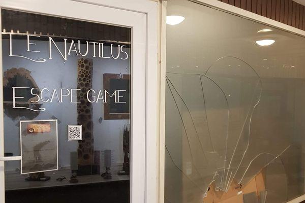 Les vitrines de trois commerces dont le Nautilus Escape Game, passage Sainte-Barbe, ont été brisées dans la nuit du 27 janvier, à Sélestat.