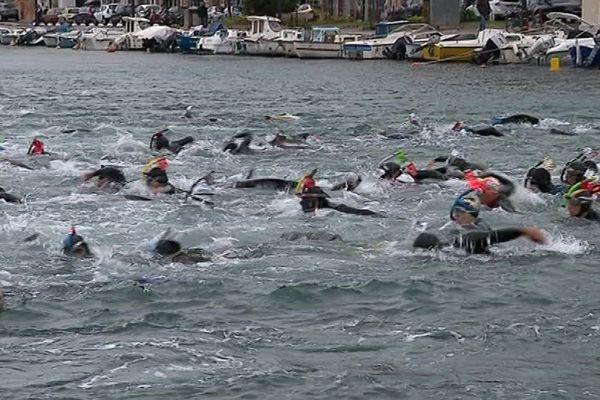 200 plongeurs se sont donnés rendez-vous pour la traversée de Sète en nage avec palmes - 30 avril 2017