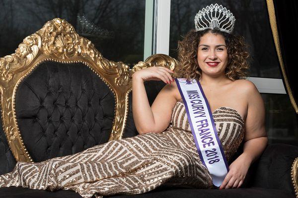 Adélaïde Taoumi, 21 ans, entend montrer la beauté des femmes rondes.
