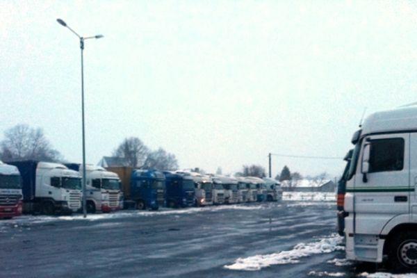 Mayenne où ce soir sont bloqués 300 camions. Le nord de la région est particulièrement touché par les intempéries