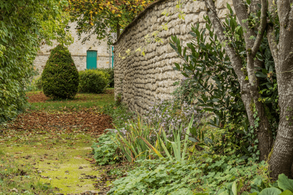 """Yèvres-le-Châtel, dans le Loiret, doit notamment son inscription parmi les """"plus beaux villages de France"""" à sa forteresse du XIIIe siècle."""