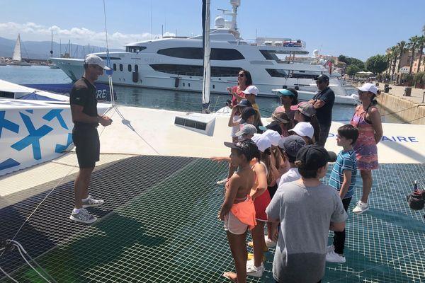 Quinze élèves de CM1 de l'école Saint-Joseph ont rencontré le navigateur Armel Le Cléac'h, ce mardi 29 juin, à Ajaccio.