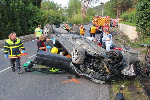 Reynes (Pyrénées-Orientales) - un choc frontal a fait 2 blessés dont un grave - 13 juin 2016.