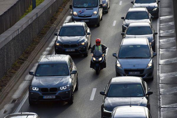 21 départements de France expérimentent la circulation des motos en inter-files dans les bouchons, comme en Belgique - archives0.