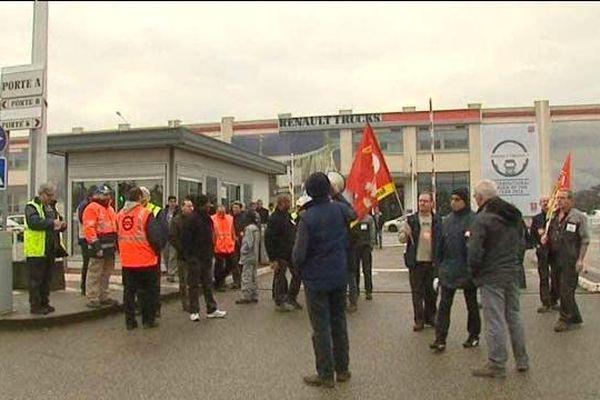Les salariés ont tenu un piquet de grève devant leur établissement.