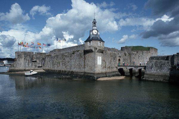 La ville close de Concarneau, ville départ de la véloroute finistérienne, qui relie l'Atlantique la Manche.
