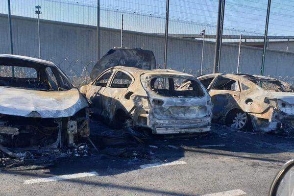 Trois voitures d'agents de nuit ont été incendiées au centre pénitentiaire de Liancourt dans la nuit de mercredi 03 au jeudi 04 juillet 2019